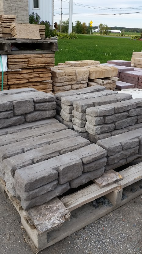 muret de jardin beau pave pour allee de jardin plus de des meilleures ides de muret en pierres. Black Bedroom Furniture Sets. Home Design Ideas