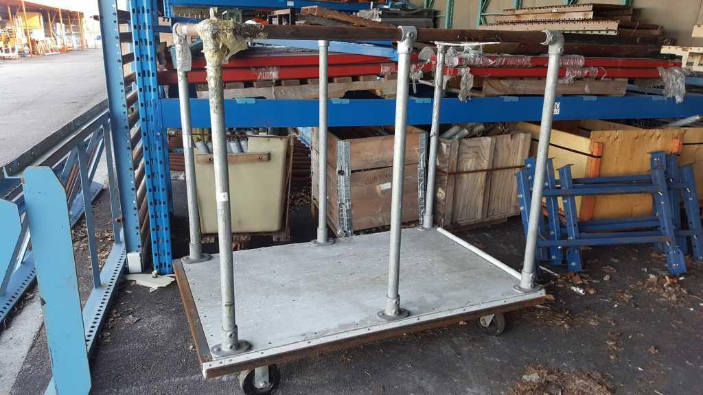 chariot de manutention sur roues surplus d p t. Black Bedroom Furniture Sets. Home Design Ideas